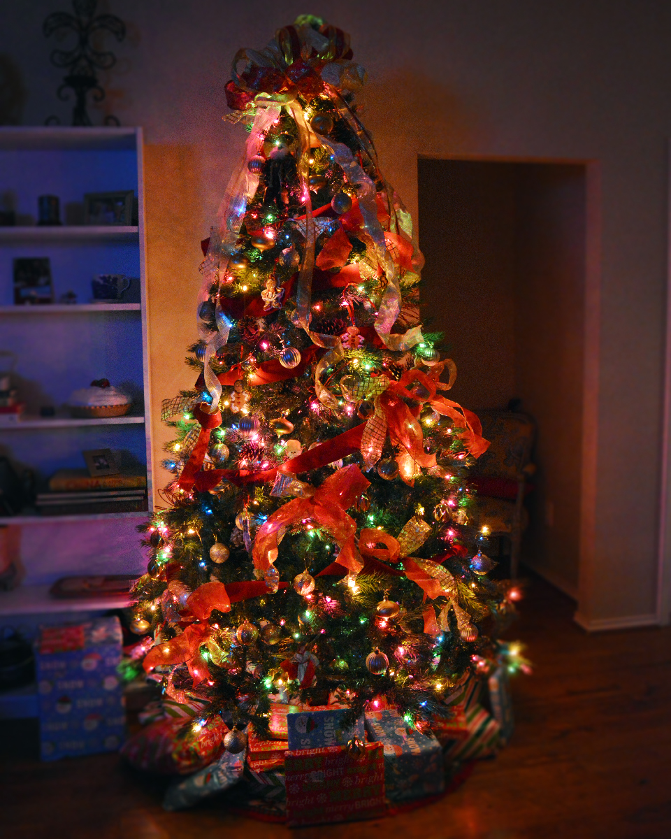 Traditional Christmas Tree Decor